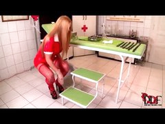Hawt nurse takes a large urinate
